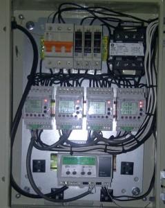 Cuadro con analizadores de red y servidor remoto de control